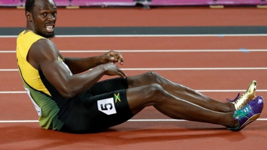 Bolt pulls up injured in dramatic relay finale