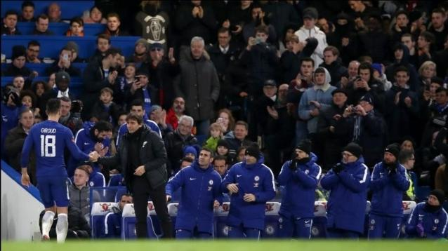 Chelsea's Olivier Giroud shakes hands with Chelsea manager Antonio Conte as he is substituted off