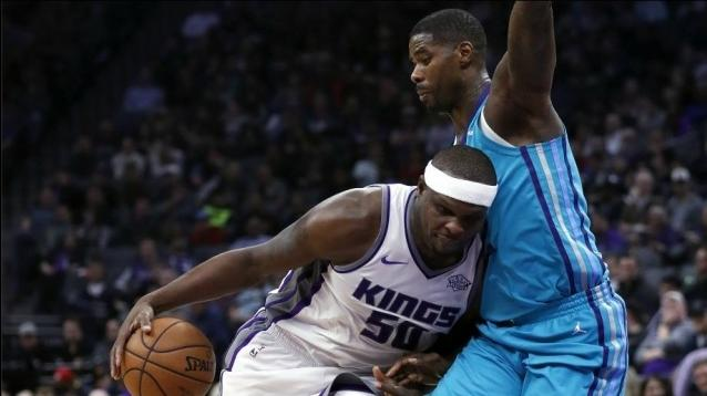 Sacramento Kings forward Zach Randolph (L) drives to the basket as Charlotte Hornets forward Marvin Williams (R)